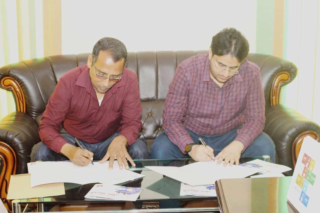 مكتب وزارة التعليم الفني ومؤسسة حضرموت - تنمية بشرية يوقعان عقد شراكة لتنفيذ عدد من الدورات المهنية