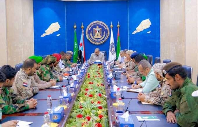 الزُبيدي يترأس اجتماعا لقيادات ألوية الإسناد والدعم والحزام الأمني