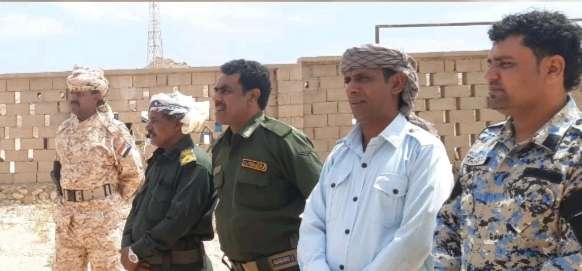 مدير عام شرطة سقطرى يقوم بزيارة عيدية لشرطة مديرية قلنسية