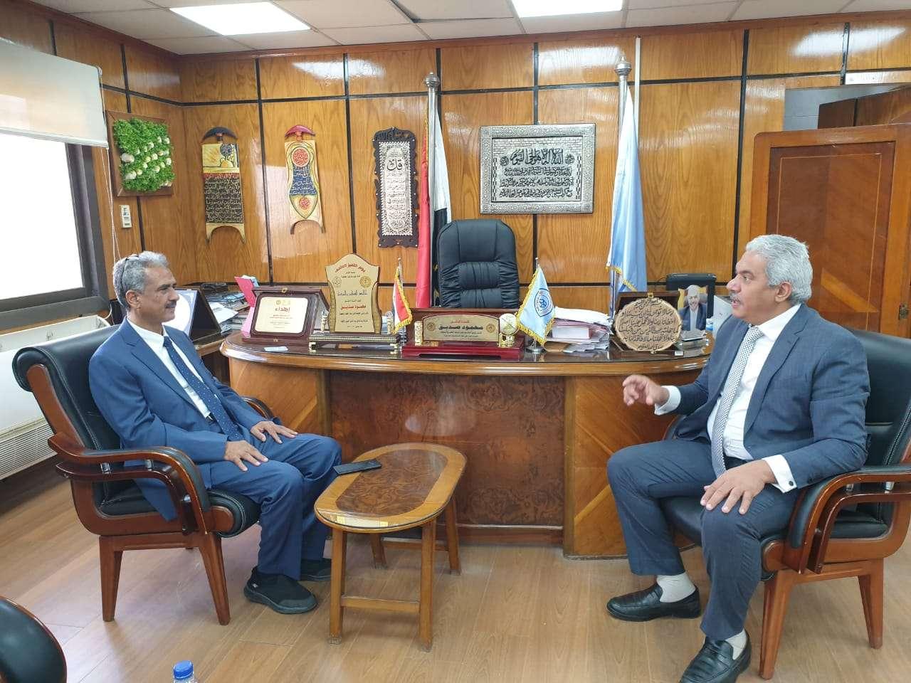 رئيس مجلس امناء جامعة خليج عدن الدولية يبحث مع رئيس جامعة الأزهر أفق التعاون بين الجامعتين