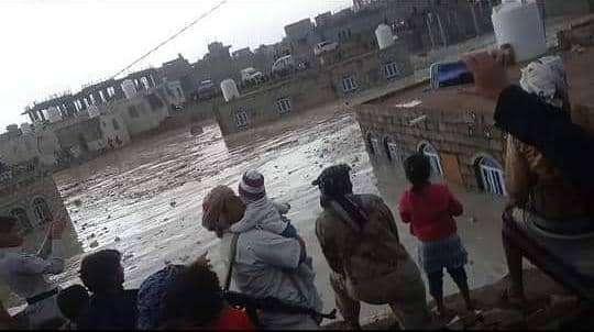 """وحدة النازحين"""": تضرر 7853 أسرة نازحة في مأرب بسبب الأمطار والرياح خلال شهر"""