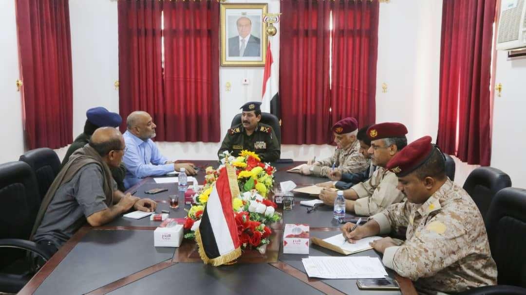 وزير الداخلية يترأس اجتماعاً للجنة الأمنية بوادي وصحراء حضرموت