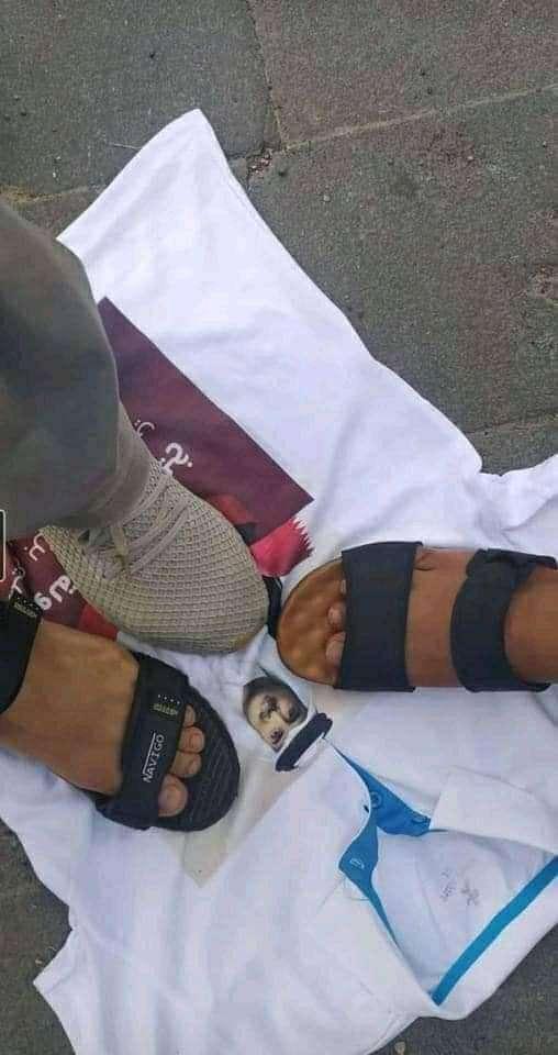 وكيل محافظة تعز يعلق على تمزيق صور امير قطر بالمدينة... ماذا قال؟
