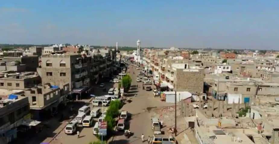 """خطيب جامع """"الحاج احمد"""" بزنجبار يستنكر ماوصل اليه حال المواطن جراء تدهور الاوضاع المعيشية في المحافظة ."""