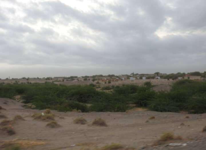 مليشيات الحوثي تستهدف الأعيان المدنية في الجبلية بمختلف أنواع الأسلحة
