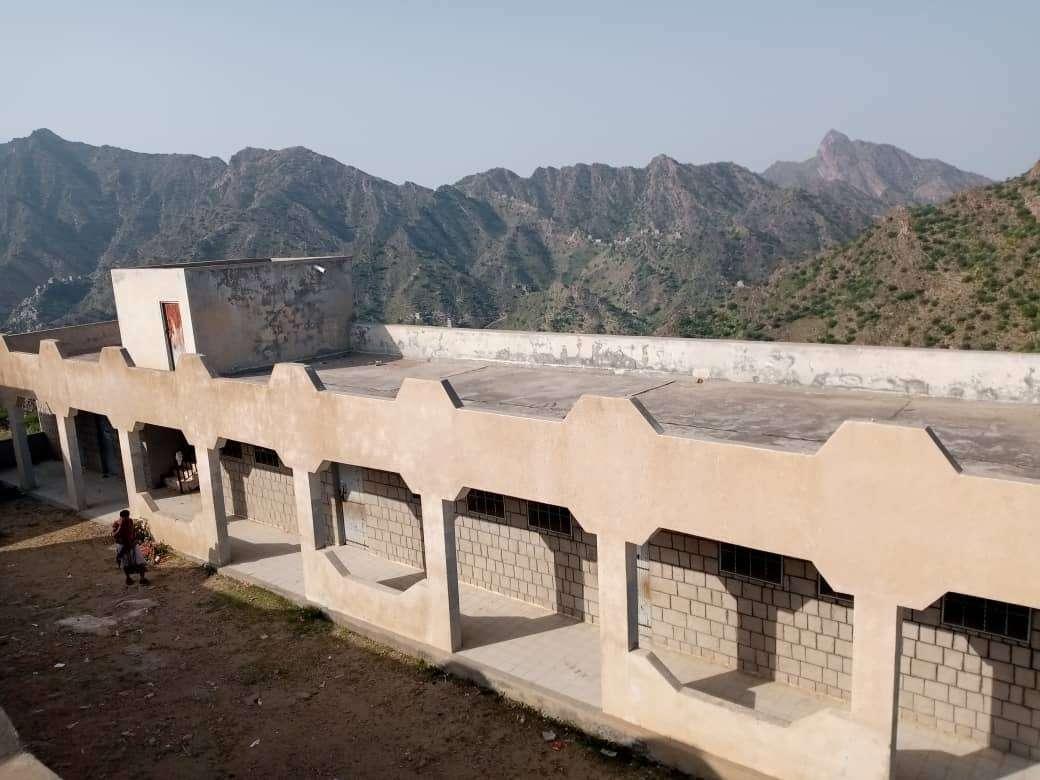 منظمة كير تلتقي بتربية سرار يافع وتستلم مواقع أربع مدارس بالمديرية لتنفيذ مشاريع جديدة فيها