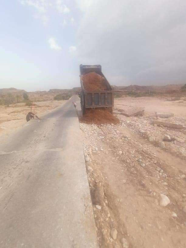 شبوة..مدير عام صندوق صيانة الطرق و الجسور يوجه بإصلاح عاجل لجسر الكيس بالروضة