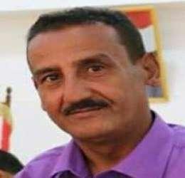 رئيس صحيفة الجيش مُخاطباً إعلام الانتقالي : معسكر اللواء ١١٥ بلودر الذي استهدفه الحوثيين ليس تابعاً للأخوان